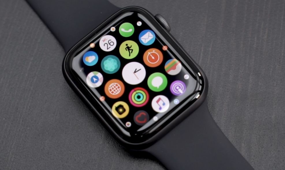 Обзор часов Apple Watch Series 4 GPS  маленький медбрат   CHIP 70ee8f132f9