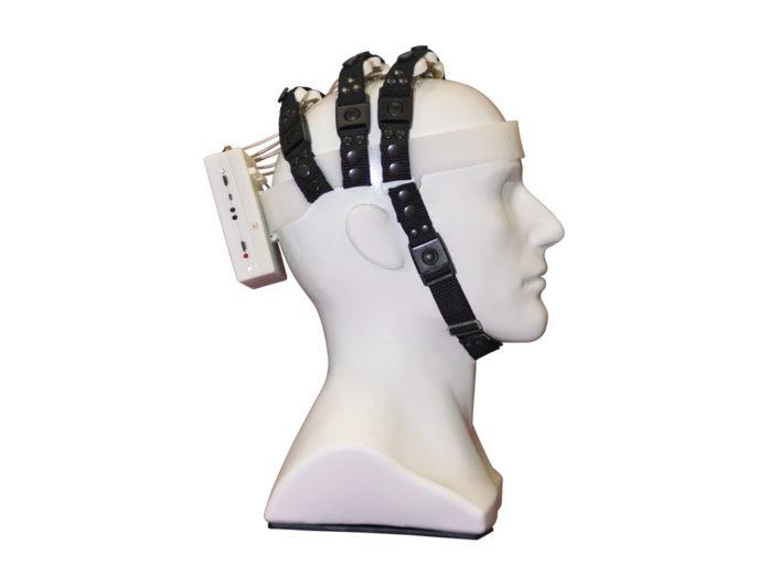 В России будут продавать шлем для управления электроникой силой мысли