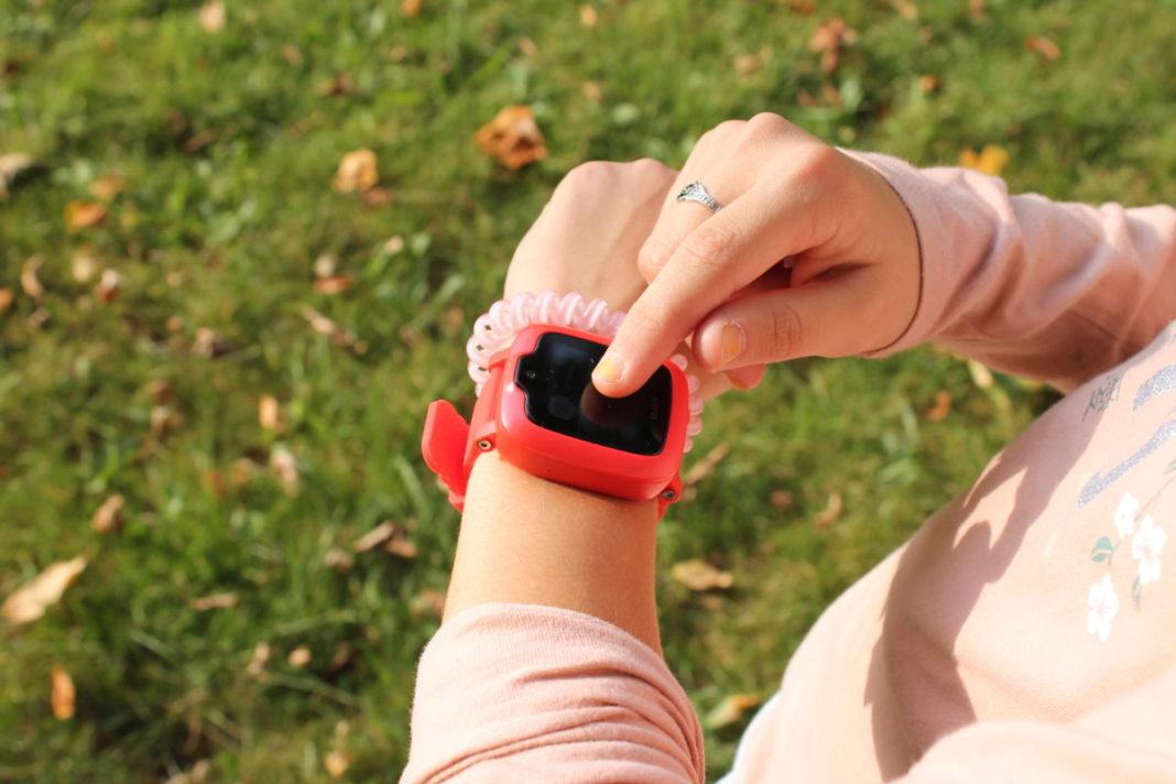 Обзор  Elari KidPhone 3G: «умные» часы с Алисой