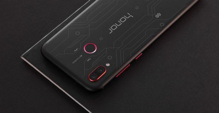 Смартфоны Huawei поймали на завышении показателей в тестах