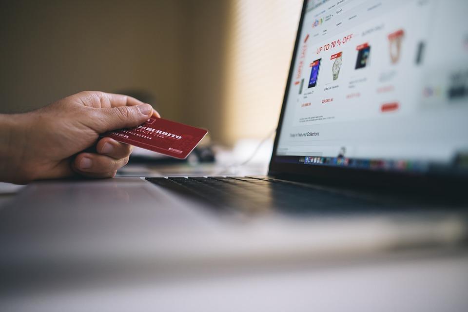Как не слить данные своей карты злоумышленникам, покупая онлайн?