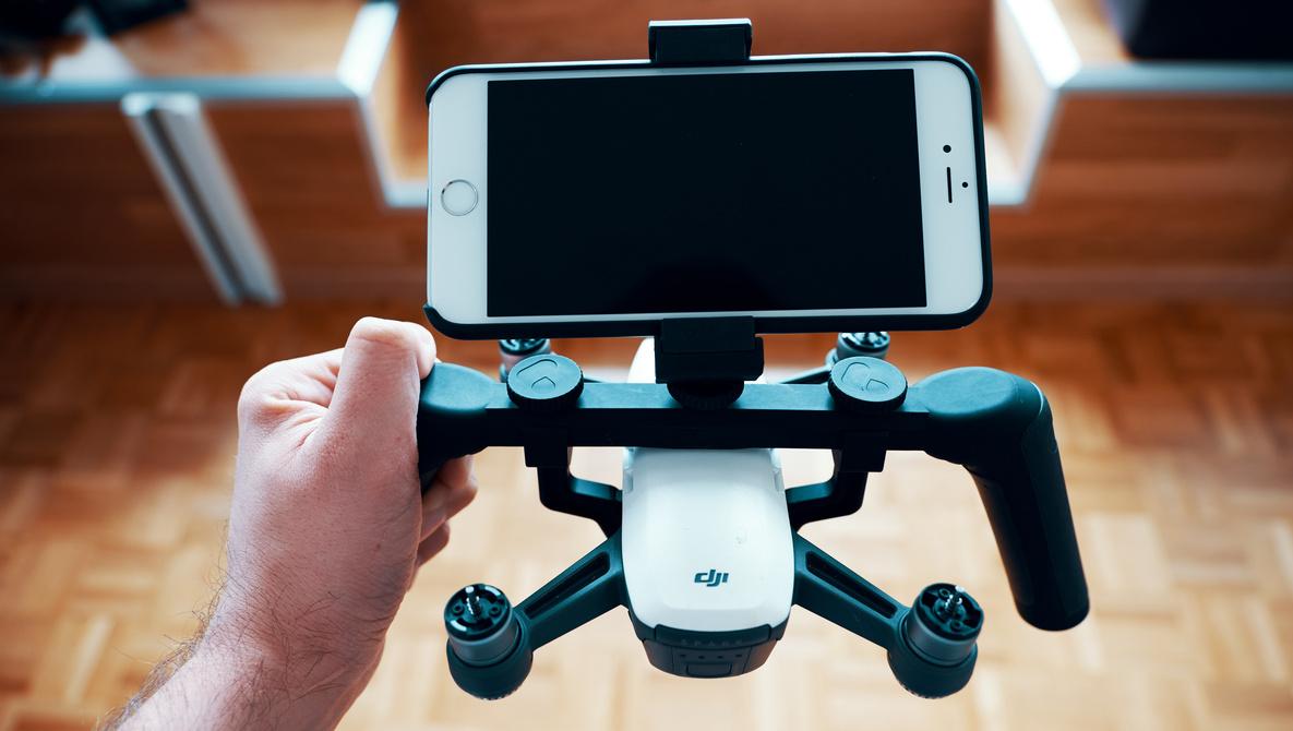 смартфон на дроне