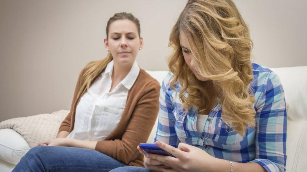Как защитить телефон от подглядывания: подбираем антишпионское стекло