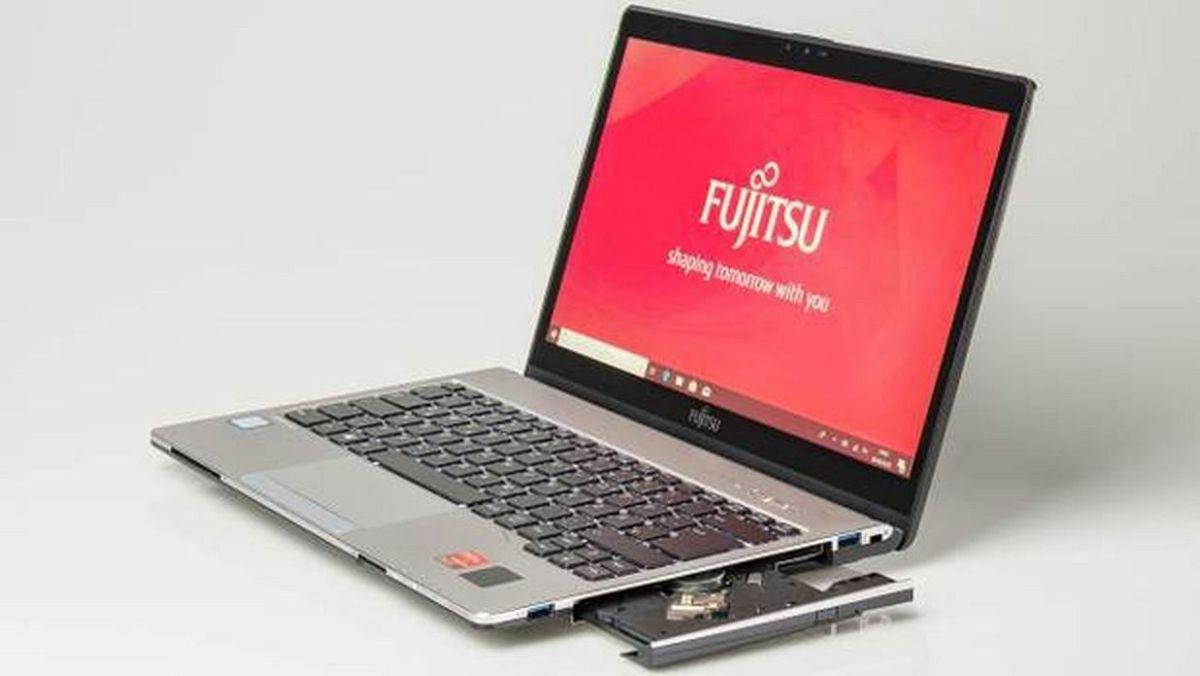 Со своим оптическим приводом Fujitsu LIFEBOOK S938 на рынке ноутбуков — это уже почти раритет