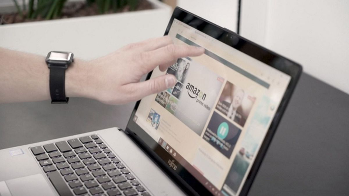 С практичной функцией сенсорного ввода в Fujitsu LIFEBOOK S938 в большинстве случаев получается быстрее прокручивать веб-сайты и работать можно более интуитивно