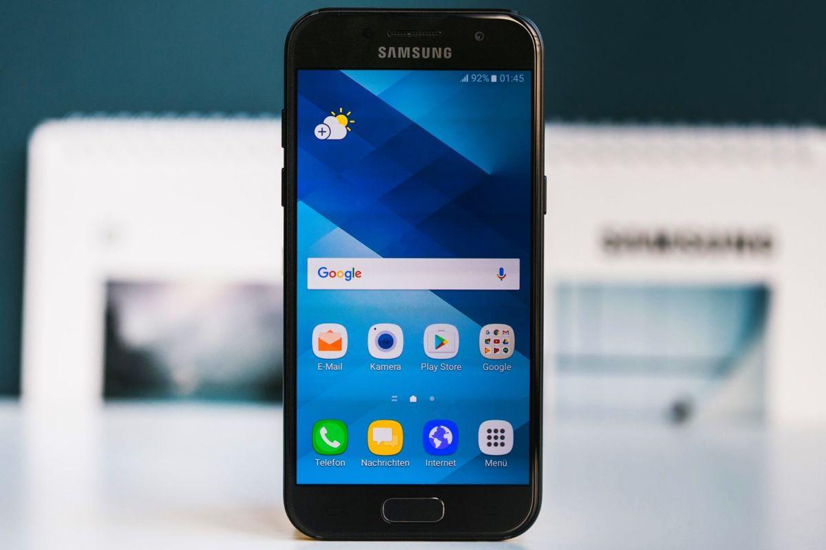 Маленький, да удаленький: смартфоны с диагональю до 5 дюймов