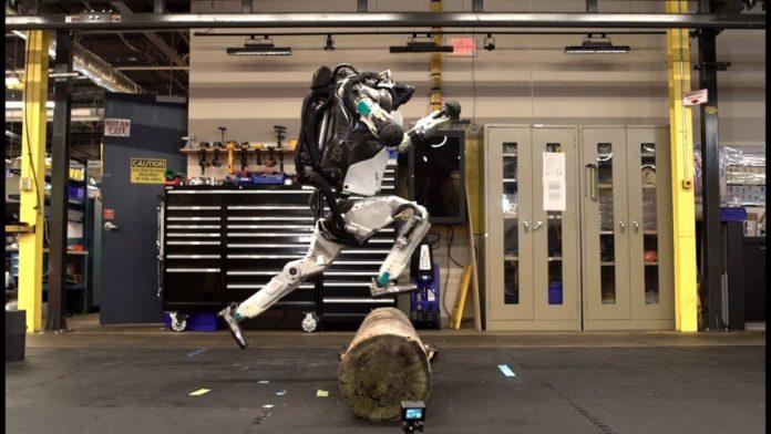 Новые трюки от роботов Boston Dynamics: теперь и паркур!