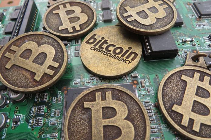 Конец криптобезумия: биткоин потерял более 75% стоимости
