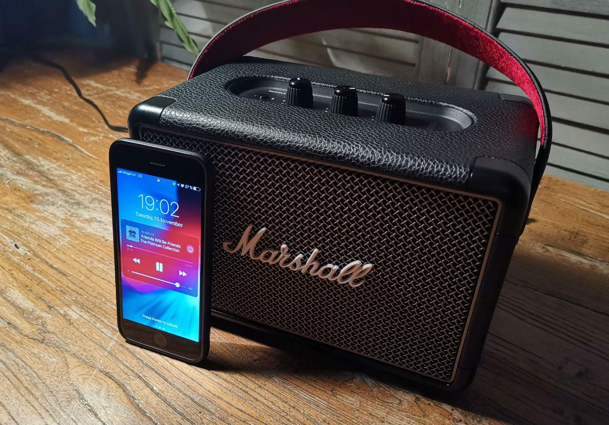 Обзор Bluetooth-колонки Marshall Kilburn II: нестареющая классика