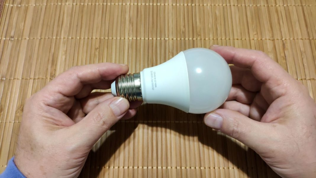 Замена лампочки без яека
