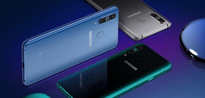 Названа цена первого «дырявого» смартфона Samsung