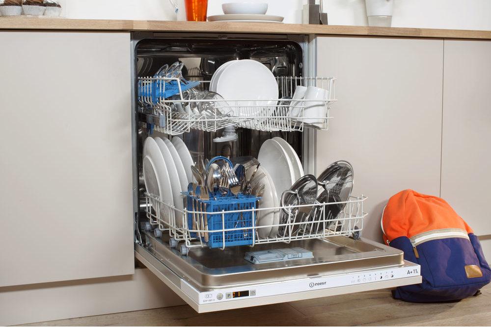 Как выбрать посудомоечную машину и не стоять у раковины каждый день