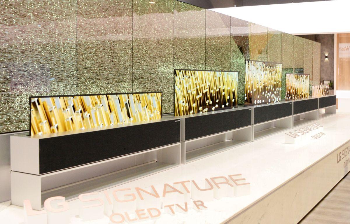 LG представила телевизор, который сворачивается в рулон