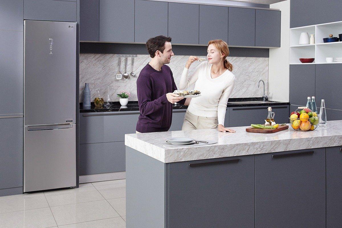 LG привезла в Россию холодильники, которые следят за свежестью продуктов