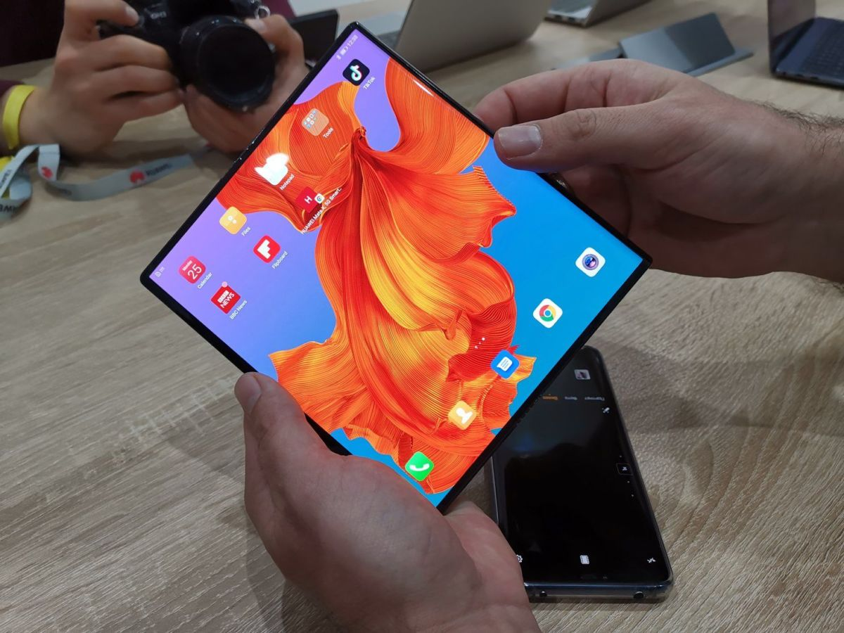 Складной смартфон с гибким дисплеем Huawei Mate X оказался гораздо круче Samsung Galaxy Fold!