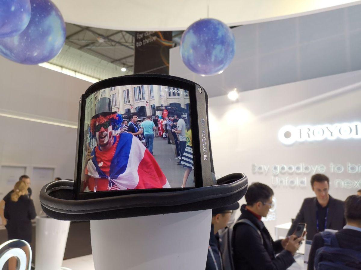 Новый тренд: гибкие экраны уже появились на вещах и аксессуарах