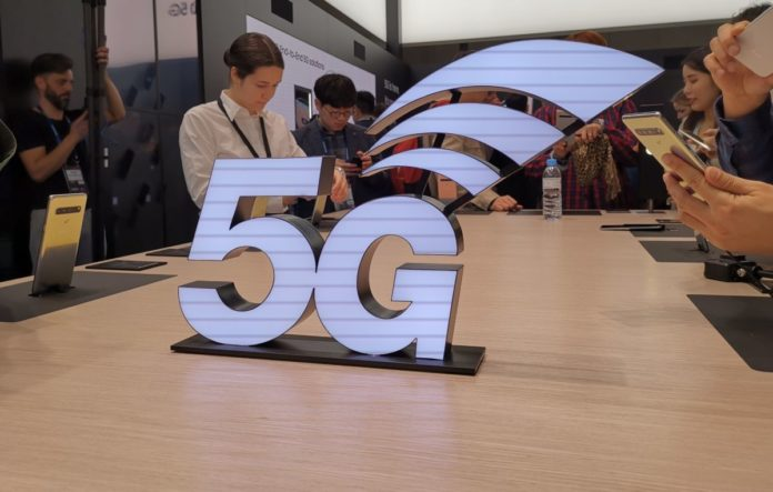 Главные новинки MWC 2019: гибкие смартфоны и 5G