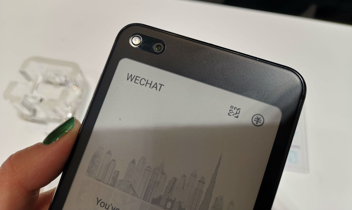 MWC 2019: Hisense показала смартфон с двойным экраном