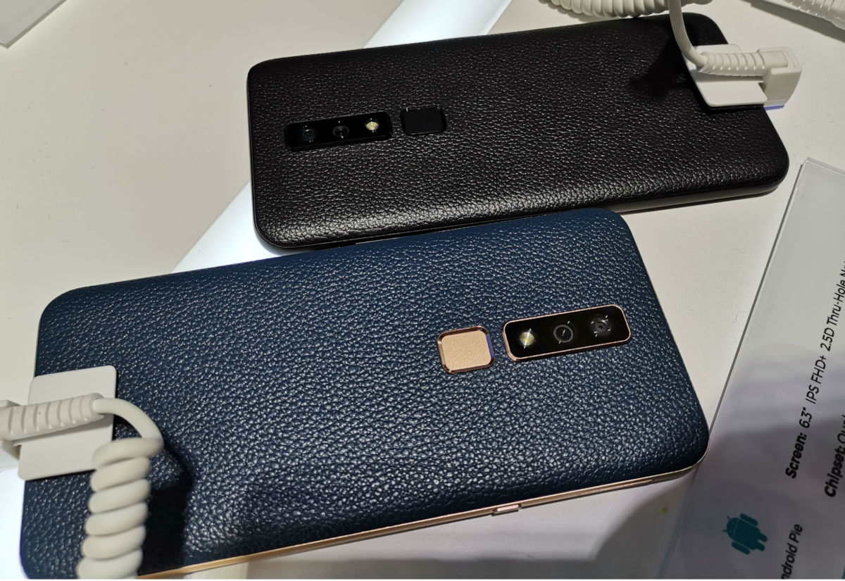 """Hisense привезла на MWC 2019 смартфон с """"дыркой"""" в экране и камерой 48 Мп"""