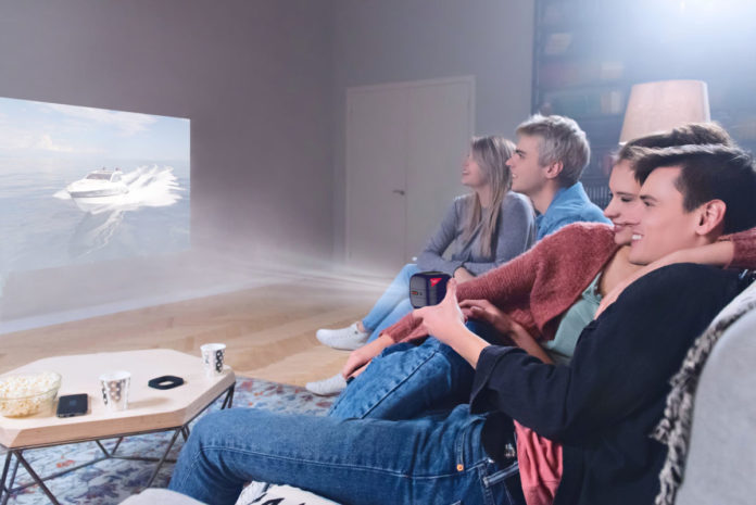 Обзор мини-кинотеатра CINEMOOD: проектор на ладони