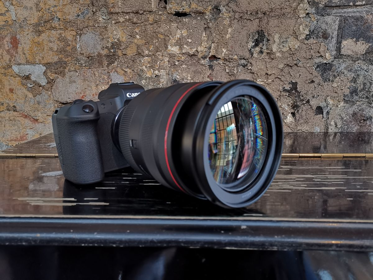Самая компактная и легкая полнокадровая цифровая камера Canon уже в России