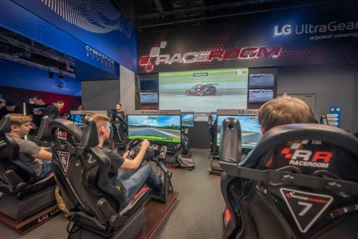 Где поиграть на крутом автосимуляторе: в Москве открылся RaceRoom Club