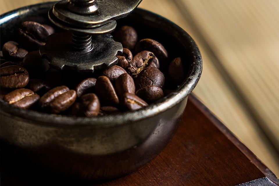 Электрическая кофемолка: рейтинг лучших моделей для дома 2019