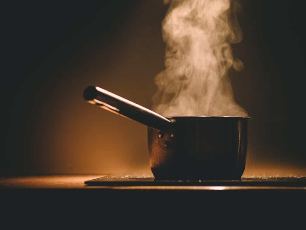 Какую вытяжку лучше выбрать для кухни: рейтинг лучших