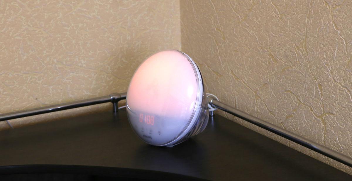 Обзор светового будильника Philips HF3520: восход солнца по заказу