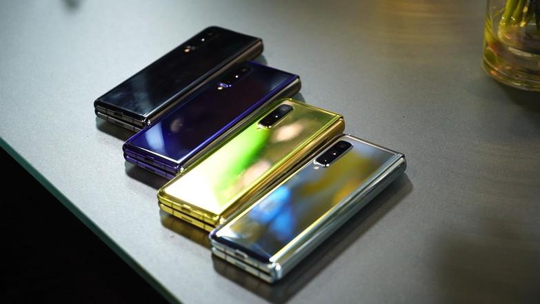 Первый тест складного смартфона Samsung Galaxy Fold