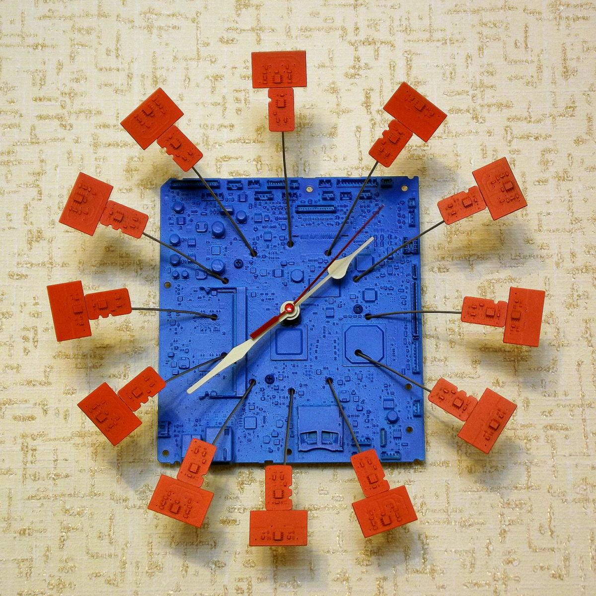 Опыт читателя: как сделать крутые часы из старой материнской платы