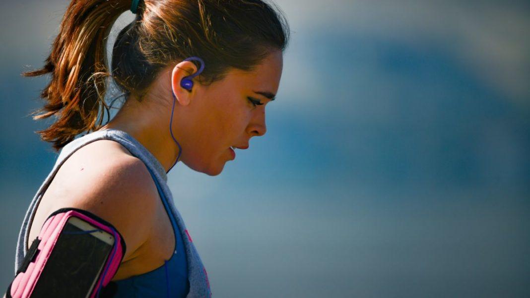 7 наушников для спорта и фитнеса: лучшие производители
