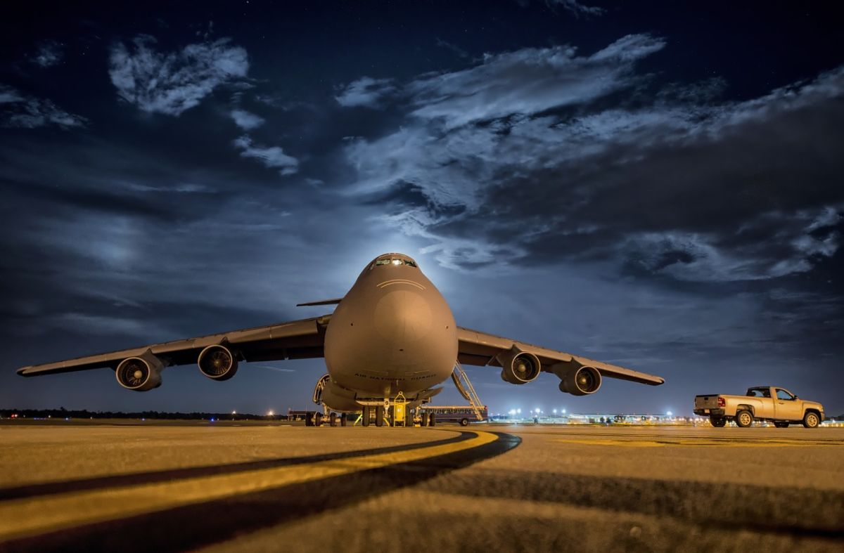 Если молния попадет в самолет: насколько это опасно?