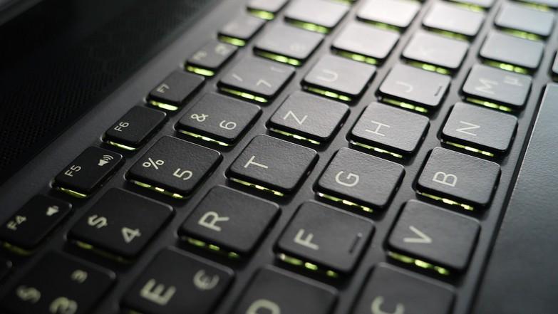 Тест ноутбука Dell Alienware m15: легкий и тонкий игровой монстр