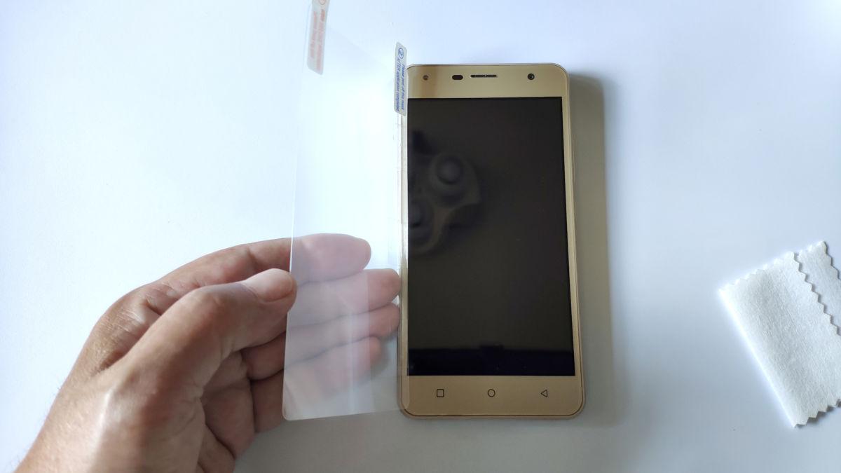 Как приклеить защитное стекло на телефон: инструкция для новичков