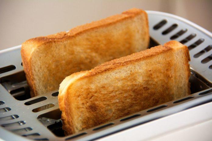 А теперь тост! Рейтинг тостеров для дома 2019
