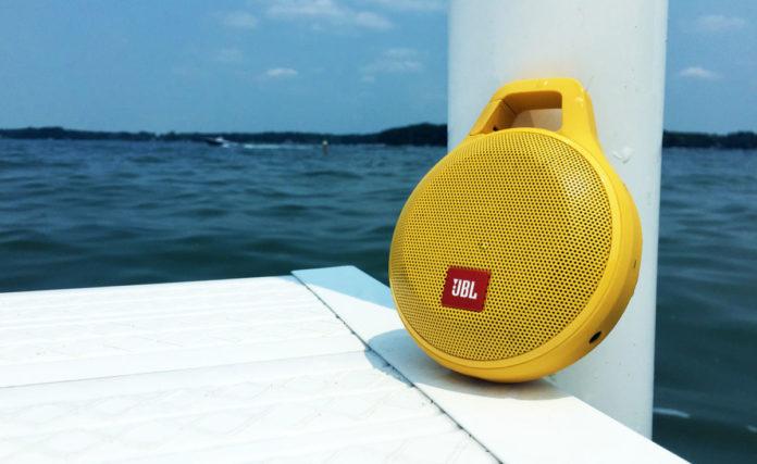 10 Bluetooth-колонок с защитой от воды до 5000 рублей