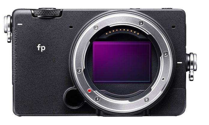 Представлена самая компактная в мире полнокадровая фотокамера