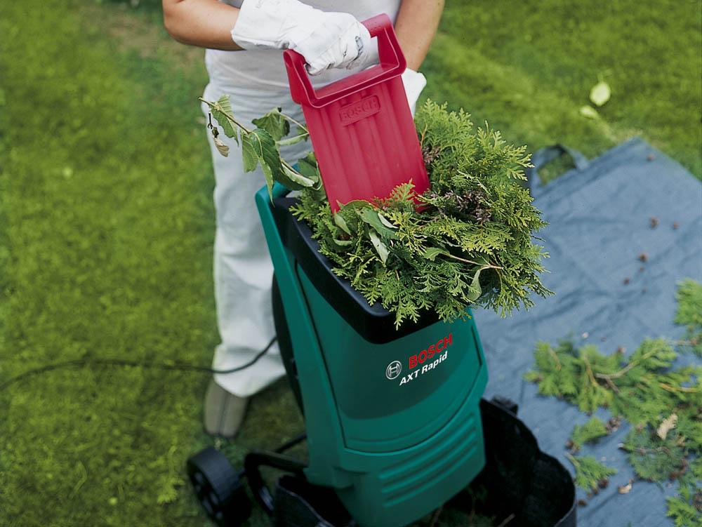 Выбираем садовый электрический измельчитель веток: рейтинг лучших моделей