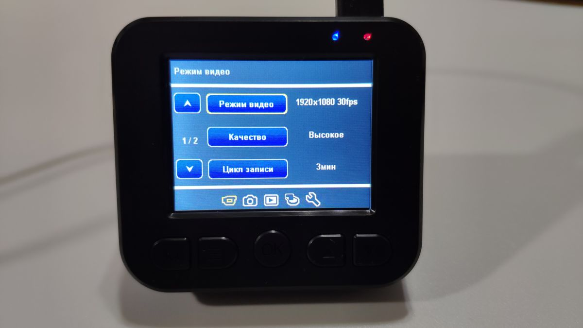 Тест видеорегистратора NAVITEL R300 GPS: четкий помощник в дороге
