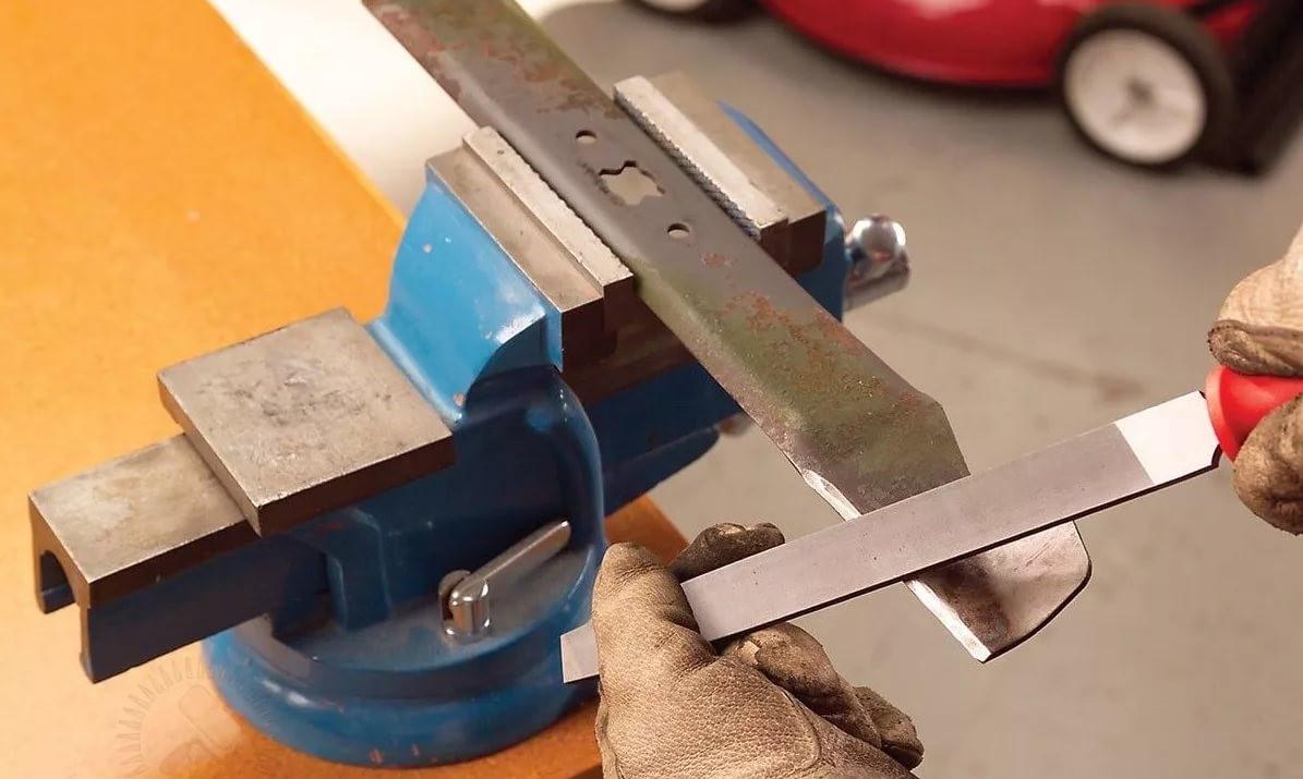 Почему не стоит покупать неоригинальный нож на газонокосилку?