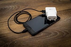 Можно ли заряжать смартфон неоригинальной зарядкой?