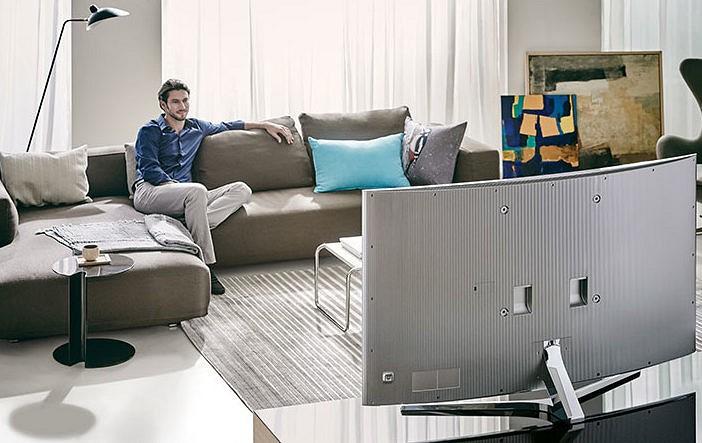 Как выбрать телевизор по размерам комнаты Как подобрать его в комнаты 15-18 кв м и 20 кв м Как правильно определить размер для других комнат Таблица