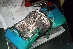 Новый смартфон Samsung с огромным аккумулятором взорвался на второй день после покупки