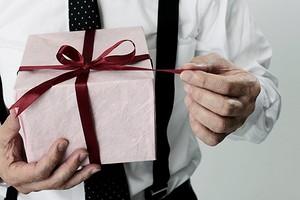 5 типично «мужских» подарков на Новый год до 4000 рублей