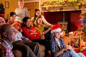 Как не остаться без интересного контента на новогодние праздники: лучшие приставки Smart TV