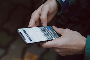 Лишение Huawei сервисов от Google, упрощенное получение посылок с Aliexpress и скидки в «М.Видео»  — главные новости за неделю