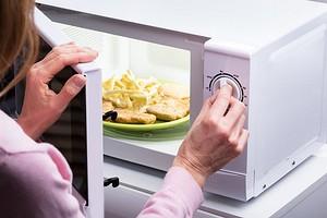 Разогреть и приготовить: лучшие модели микроволновок для дома