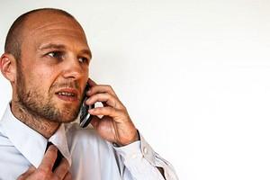МТС завышает счета, а Билайн навязывает услуги: названы главные недостатки операторов сотовой связи