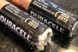 Почему «протекают» батарейки и можно ли с этим бороться?